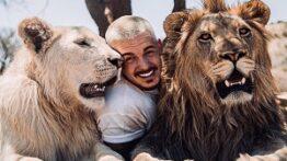 دوستی انسان ها با حیوانات وحشی و خزنده